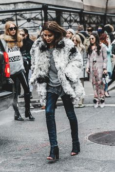 NYFW-New_York_Fashion_Week-Fall_Winter-17-Street_Style-Christine_Centenera-Fur_Coat-2