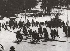 Αιματηρή διαδήλωση στην κατεχόμενη Αθήνα: Στις 22 Ιουλίου 1943 κορυφώθηκαν οι διαδηλώσεις κατά της επικείμενης επέκτασης της βουλγαρικής κατοχής στη Μακεδονία, με πολυπληθές μαχητικό συλλαλητήριο στην Αθήνα, το οποίο πνίγηκε στο αίμα...