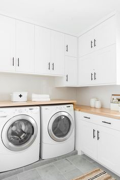 Do you want to design a laundry room that is easier, more useful and user-friendly? Here are just 6 easy ways to help you realize your dream laundry Extraordinary Small Laundry Room Design and Decorating Ideas – Modest Laundry Space Laundry Room Tile, White Laundry Rooms, Modern Laundry Rooms, Laundry Room Layouts, Laundry Room Remodel, Laundry Room Storage, Laundry Room Design, Basement Laundry, Laundry Room Countertop