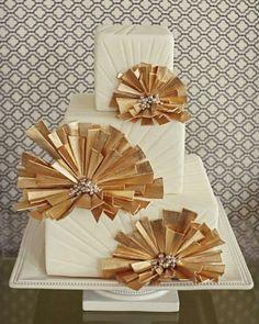 Art Deco Wedding Cake in Gold and Cream. Kinda diggin these colors Art Deco Cake, Cake Art, Vintage Glam, Vintage Art, Pastel Art Deco, Deco Wedding Cake, Blog Renata, Sweets Art, Free Printable Wedding Invitations