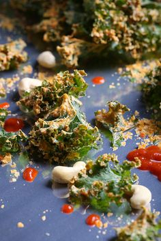 Sriracha-Cashew Kale Chips by Jeff and Erin of Olives For Dinner (these would win J. over!) Healthy Bedtime Snacks, Healthy Protein Snacks, Healthy Shakes, Vegan Snacks, Healthy Breakfasts, High Protein, Eating Healthy, Clean Eating, Kale Recipes