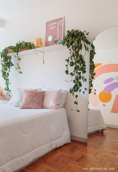 Quer aprender a decorar quarto de casal simples? Confira agora e inspire-se! Home Bedroom, Diy Bedroom Decor, Home Decor, Bedrooms, Bedroom Plants, Bedroom Paint Colors, Aesthetic Room Decor, Home And Deco, Dream Rooms