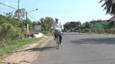 Không quản thời gian, sức khỏe, hơn 2 năm nay ông Nguyễn Long Thảo, 89 tuổi, ngụ xã Bình Minh, TP Tây Ninh vẫn đều đặn đạp xe đi phát các suất cơm từ thiện cho người nghèo.