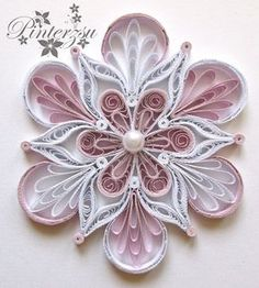 Quilled snowflake by pinterzsu - Quilling Paper Crafts Neli Quilling, Quilling Jewelry, Paper Quilling Patterns, Origami And Quilling, Quilled Paper Art, Quilling Paper Craft, Paper Beads, Paper Crafts, Quilling Tutorial