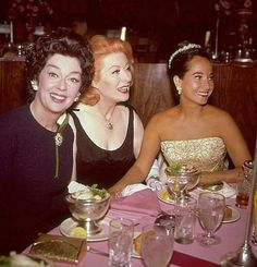 Rosalind Russell, Greer Garson, Merle Oberon at the Academy Awards Governor's Ball post the Oscar Awards on April 1965 Hollywood Party, Hollywood Icons, Hollywood Actor, Golden Age Of Hollywood, Vintage Hollywood, Hollywood Stars, Hollywood Actresses, Classic Hollywood, Hollywood Glamour