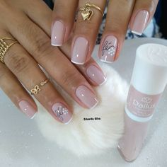 Gel Nails VS Acrylic Nails 2019 How Does The Gel Nails Look? Gel nails are sticky gel-like, and it is normal to distinguish between natural nails and stretch gel nails, which are shiny for 14 days. How Does The Acrylic Nails Look Glitter French Manicure, French Nails, Manicure And Pedicure, Great Nails, Cute Nails, Pretty Nail Art, Professional Nails, Almond Nails, Winter Nails