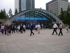 Resultados de la Búsqueda de imágenes de Google de http://upload.wikimedia.org/wikipedia/commons/d/d5/Canary_wharf_station_outside_2006.jpg