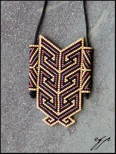 Size 11 delica glass beads (satin black, satin translucent red, satin translucent gold lined), nylon thread, leather strap. This amulet bag was inspired by Maori carvings I saw several. Beaded Jewelry Designs, Handmade Beaded Jewelry, Jewelry Patterns, Seed Bead Necklace, Seed Bead Jewelry, Beading Projects, Beading Tutorials, Peyote Patterns, Beading Patterns