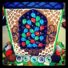 Halloween gingerbread house Halloween Gingerbread House, Gingerbread Houses, Cupcake Cookies, Birthday Cake, Autumn, Holiday, Desserts, Crafts, Tailgate Desserts