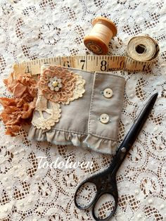 Todolwen cuff to needle case