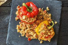 Gevulde paprika's met harissa-couscous, feta, tomaat