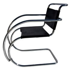 I pinned this Knoll MR Arm Chair from the Style Study: De Stijl event at Joss and Main! Bauhaus Furniture, Steel Furniture, Unique Furniture, Furniture Design, Chair Design, Kayak Storage Rack, Fancy Chair, Ludwig Mies Van Der Rohe, Beach Chairs