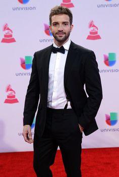 Pablo Alborán: | Los mejores vestidos de los Latin Grammy 2015
