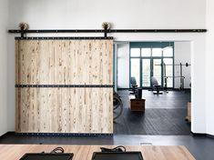 **Schiebetür (natural) + Schiebetürsystem (schwarz)** Die Schiebetürsystem und die Tür sind ganz individuell planbar, können ihrem Wohnstil und zu jeder Inneneinrichtung angepasst...