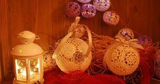 Nadszedł czas na bombki ... uwielbiam je robić, choć muszę przyznać, że nie zawsze uda się znaleźć taki schemat, żeby bombka wyszła idealnie... Christmas Bulbs, Xmas, Holiday Crochet, Holiday Decor, Globes, Mandalas, Crocheting, Craft Work, Christmas Light Bulbs