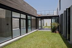 Surrounded House by 2.8x arquitectos