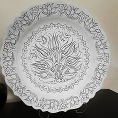 Now it's time to paint # # traditional Ceramic Plates, Decorative Plates, Turkish Plates, Turkish Pattern, Ceramic Figures, China Painting, Glass Flowers, Stencil Designs, Art Background