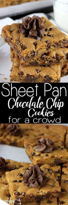 Feeding Warm Cookies To A Crowd Can Sometimes Take A While Since You Are Limited To How Many You Can Bake At One Time. In any case, With These Sheet Pan Chocolate Chip Cookies For A Crowd, We've Eliminated That Problem. 24 Warm Cookies All On One Pan Desserts For A Crowd, Köstliche Desserts, Food For A Crowd, Delicious Desserts, Dessert Recipes, Yummy Food, Top Recipes, 100 Calories, Chocolate Chip Cookies