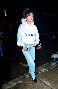 Image about girl in Selena Gomez by Toni🌚 on We Heart It Selena Gomez Photos, Selena Gomez Style, We Heart It, Graphic Sweatshirt, Image, Beautiful, Fashion, Moda, Pictures Of Selena Gomez