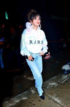 Image about girl in Selena Gomez by Toni🌚 on We Heart It We Heart It, Selena Gomez Style, Graphic Sweatshirt, Street Style, Sweatshirts, Beautiful, Fashion, Moda, Urban Style