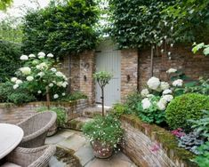 Garden Types How to Make a Zen Garden Small Courtyard Gardens, Small Courtyards, Back Gardens, Small Gardens, Outdoor Gardens, Courtyard Ideas, Small Garden Terrace Ideas, Small Garden Planting Ideas, Colourful Garden Ideas