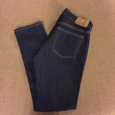 "Men's Old Navy Straight Leg Dark Wash Jeans Brand new. No tags but never been worn Waist: 32"" and Length: 32"" Old Navy Jeans Straight Leg"