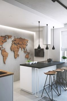 petite cuisine industrielle revisitée avec une peinture effet béton et une déco  murale en bois accrocheuse