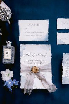 Hochzeitsdeko in blau mit Hortensien - FRIEDA THERÉS Braut Make-up, Color Of The Year, Pantone Color, Blue Wedding, Wedding Stationery, Gift Wrapping, Classic, Anna, Romance