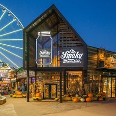 Free things to do in Pigeon Forge. These free Pigeon Forge activities will be sure to take your vacation to another exciting level that is perfect for any budget! Pigeon Forge Tennessee, Gatlinburg Tennessee, Tennessee Vacation, Tennessee Cabins, Ole Smoky Moonshine, Legal Moonshine, Moonshine Distillery, Free Things To Do, Down South
