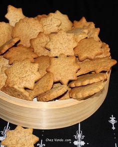 Biscuits de Nol aux saveurs pain d pices - Chez Vanda Chocolate Candy Recipes, Bakers Chocolate, Artisan Chocolate, Cake Recipes, Snack Recipes, Snacks, Cookies Et Biscuits, Chip Cookies, Chez Vanda