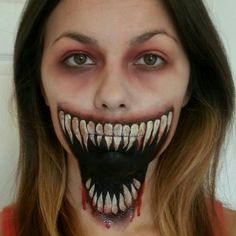 Genius make up. Are you looking for scary horrifying Halloween makeup ideas for women to look the best at the Halloween party? See our photo collage to pick the one that fits the Halloween costume. Creepy Halloween Costumes, Halloween Kostüm, Halloween Makeup, Halloween Series, Visage Halloween, Maquillaje Halloween, Horror Makeup, Scary Makeup, Sfx Makeup