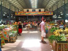 Local Market at Fort de France with France Langue Martinique http://martinique.france-langue.com/school/