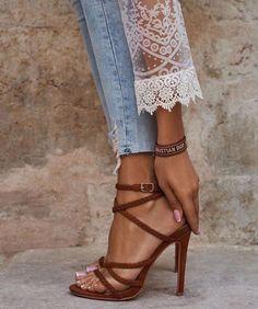 Sandali con tacco in sconto! Stilettos, Stiletto Heels, High Heels, Shoes Heels, Lace Shoes, Dress Shoes, Jeans Dress, Shoes Sneakers, Zapatos Louis Vuitton