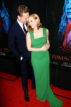 Tom Hiddleston & Jessica Chastain at the #CrimsonPeak premiere on Oct 14, 2015 in NYC. Via mcavoys.tumblr