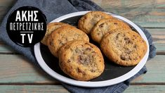Soft Cookies Επ. 58 | Kitchen Lab TV | Άκης Πετρετζίκης - YouTube Soft Chocolate Chip Cookies, Greek Recipes, Sweet Treats, Good Food, Easy Meals, Chips, Sweets, Snacks, Baking