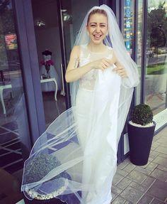 Krásne slnečné, nedeľné  ráno s úsmevom na tvári Vám praje  Svadobný salón St.Valentino ���� #marybride #weddingdress #wedding #weddings #weddingday #weddinghair #weddinggift #weddingtime #bride #bridestory #happywife #husband #wife #beauty #happywoman #smile #smileday ☀️☀️☀️ http://gelinshop.com/ipost/1524496879412711414/?code=BUoGdWulg_2