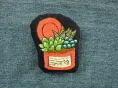 多肉植物の寄せ植え刺繍ブローチ(チャーム変更可)画像1