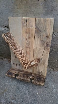 Pin by Pallet Projects on Pallet Projects in 2020 Wooden Pallet Projects, Diy Pallet Furniture, Woodworking Projects Diy, Wooden Pallets, Wooden Furniture, Wine Rack Storage, Wine Rack Wall, Wine Rack Design, Pallet Wine
