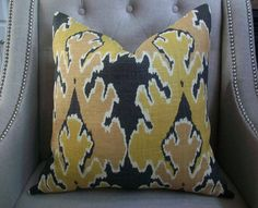 Kelly Wearstler for Lee Jofa - 18X18 -  Bengal bazaar in gold - Pattern on the front