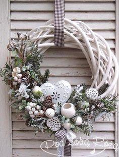 19 Most Adorable White Christmas Decoration Ideas 2017 - christmas dekoration Noel Christmas, Rustic Christmas, Winter Christmas, Christmas Design, Christmas Crafts, Christmas Ornaments, Homemade Christmas, Christmas Ideas, Deco Floral