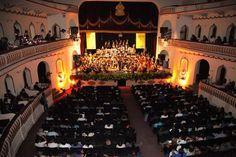 Teatro Manuel Bonilla, 100 años de arte y cultura Con motivo de su 100 aniversario se presentó la Orquesta Juvenil Centroamericana y del Caribe. Fotos: Andro Rodríguez.