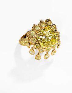 Fancy Intense Yellow Diamond, Diamond, Gold Ring, Monture Harry Winston.PhotoHeritage Auctions