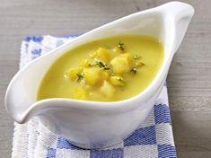 (Rezept für vier Personen)Zutaten:1 Zwiebel300 g gelbe Tomaten1 gelbe Zucchini1 gelbe Paprika2 TL Öl300 ml WasserSalzPfefferThymianEssig