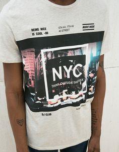 Camiseta estampado ciudades. Descubre ésta y muchas otras prendas en  Bershka con nuevos productos cada 67da84aa423a3