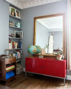 globe as decor Red Interior Design, Interior Design Inspiration, Red Living Room Decor, Ikea, Living Room Inspiration, Home Staging, Beautiful Interiors, Vintage Home Decor, Home And Living