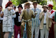 The Tea Pursuit at The Chap Olympiad sees competitors take a cup of tea from one rider to the next. Held every year in London's Bedford Square, the event is aimed at revisiting the fashions and pastimes of the polite aspects of to England. Bedford Square, Panama Hat, Style Me, Take That, Mens Fashion, London, Pictures, Vintage, Teacup