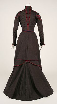 Walking dress Date: 1899–1900 Culture: French Medium: wool. Back