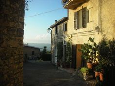 1 Bedroom Home in Saturnia to rent from £290 pw. With Log fire and TV.