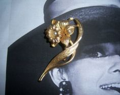 Mamselle Signed Daffodil Pearl Brooch