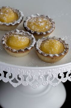 Estos pastelitos son típicos de Teruel, y, se suelen tomar en Febrero para conm… These cakes are typical of Teruel, and are usually taken in February to commemorate the death of Isabel de Segura in the celebrations that … Spanish Desserts, Spanish Dishes, Biscuit Bar, Individual Cakes, Cake Cookies, Food Inspiration, Cake Recipes, Sweet Tooth, Cooking Recipes